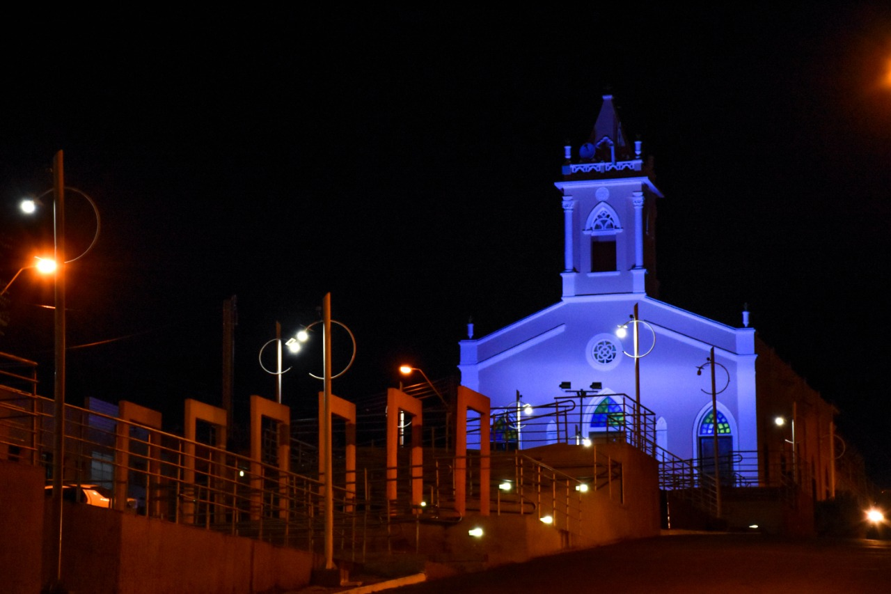 Campo Redondo: Matriz de Nossa Senhora de Lourdes fica azul em campanha contra o câncer de próstata